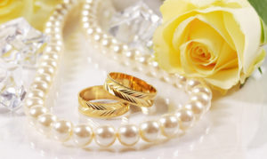 Jewellery wallpaper-necklace-gold-ring-flower-pearl-widescreen-high-definition-wallpaper