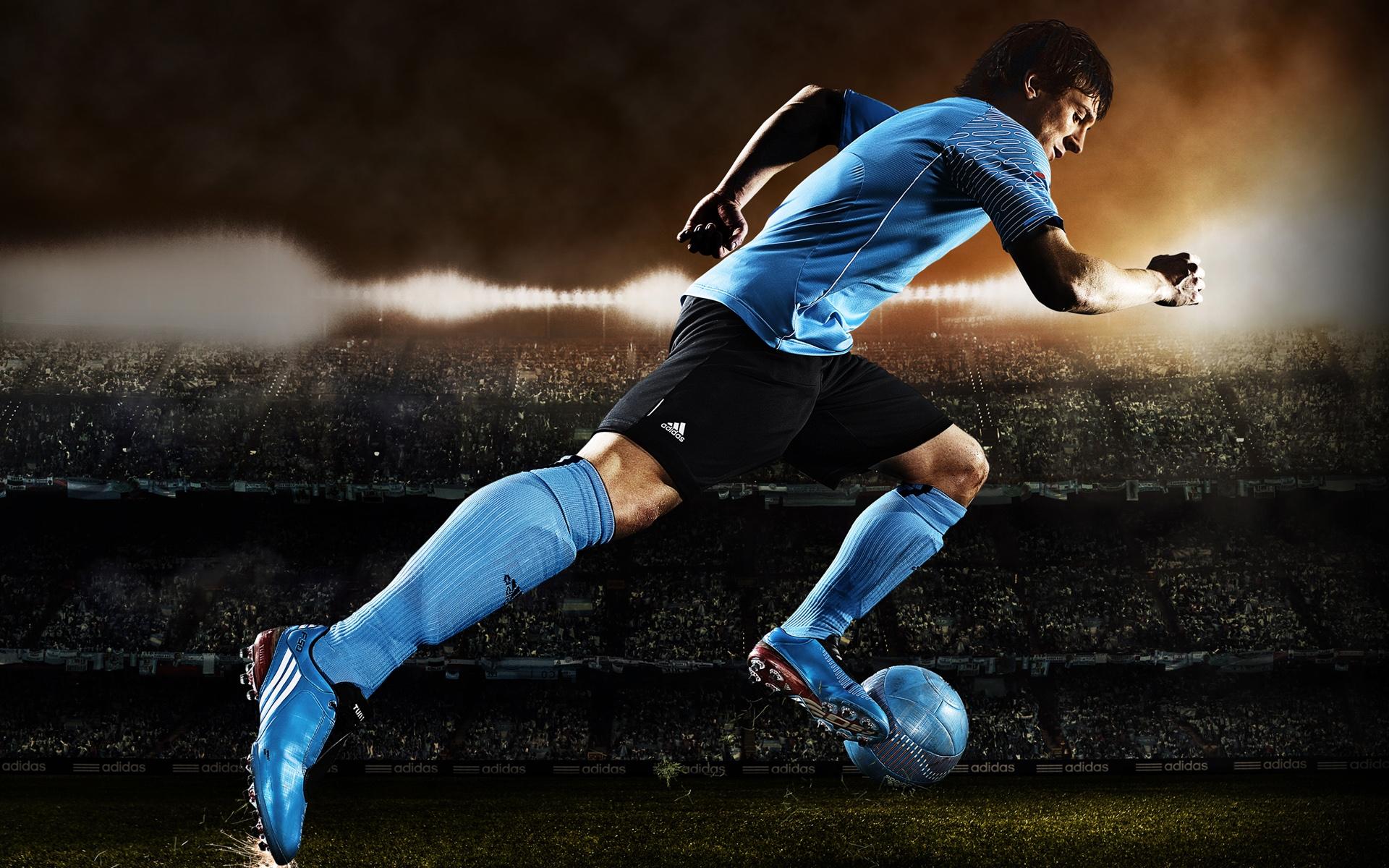 Hd Desktop Wallpaper For Football Lovers: HD Football Kick Wallpapers