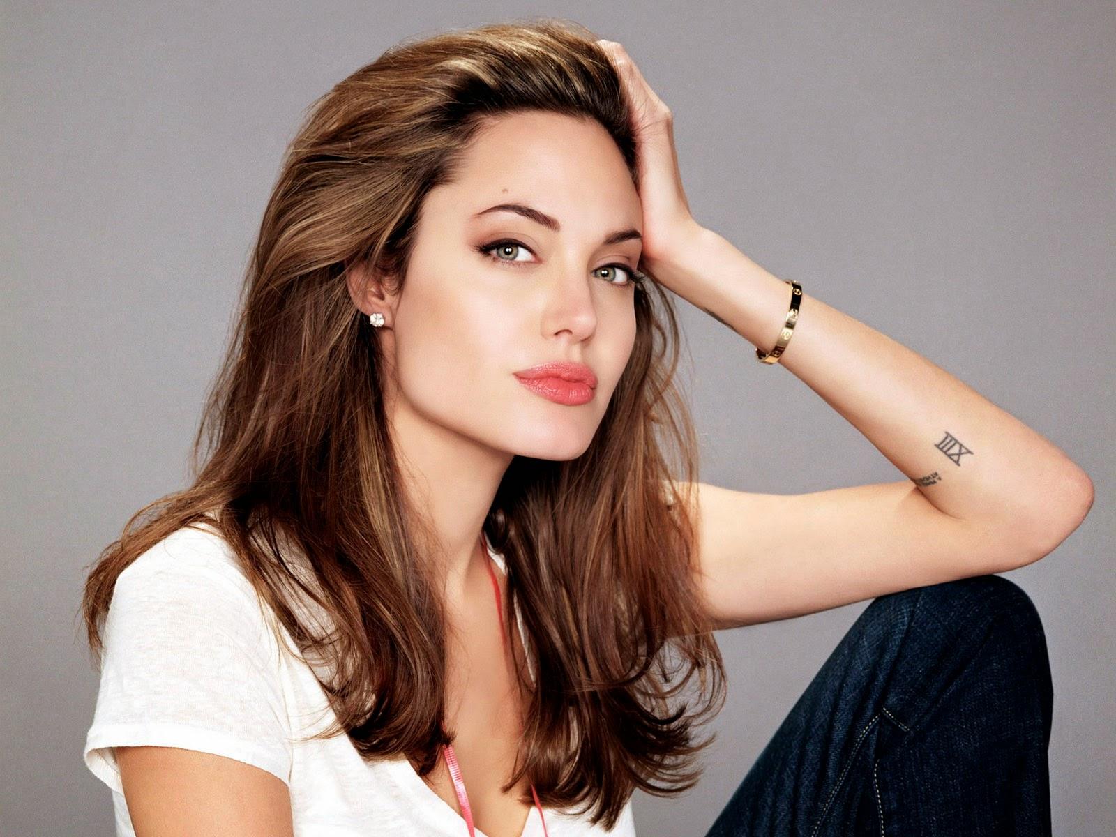 Fashion Blog: Anjelina Jolie Wallpapers