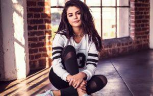 Selena Gomez Latest Pics-12